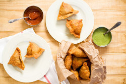 madamefood:  SAMOSAS. my personal FAVOURITE!!   p.s. FOLLOW BACKS ALL DAY!!!
