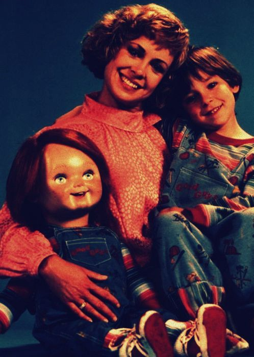 cinematicwasteland:  Happy Thanksgiving.  What a cute little doll that is. Something about the kid gives me the creeps, though.