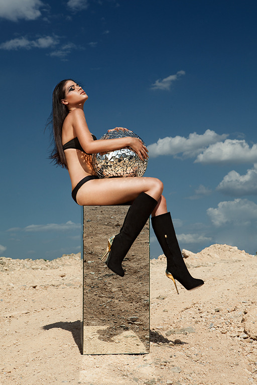 "Chic Magazine No. 316""Leather Up""Fotografía: Raúl Tovar Modelos: Marien M. Lankenau para Orange Marketing®Make Up: Rodrigo Estrello Hair: Dan RojasCoordinación: Angel Zayún Styling: Nancy Nannuck"