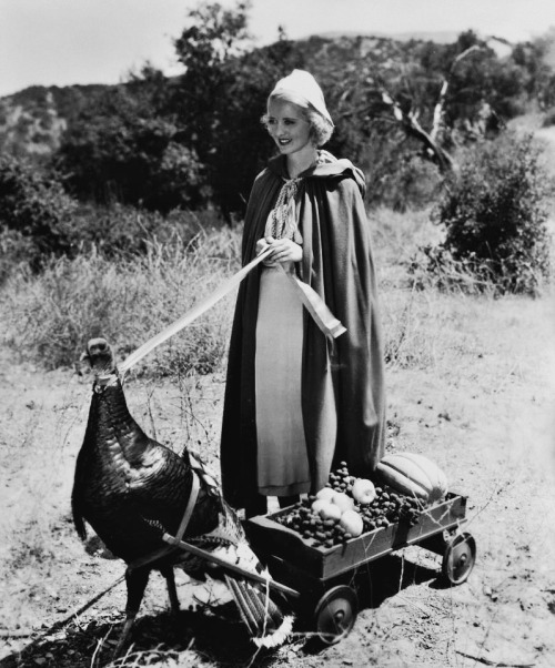 A 'Happy Thanksgiving' from Bette Davis.