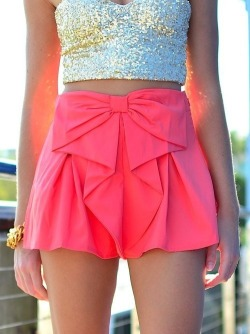 wonderinginpastel:  DAT TOP AND SKIRT! on The Hunt on @weheartit.com - http://whrt.it/TS33DD