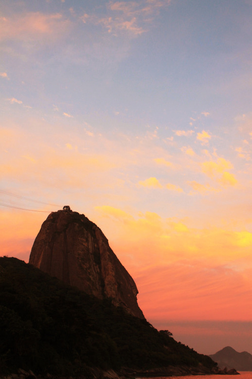 bitingcrumbs:  Sugarloaf. Photo by Raphael Evangelista®