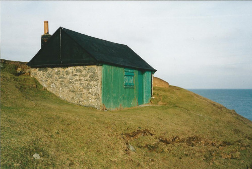 cabinporn:  Cliff-top fisherman's shed on the Llyn Peninsula, Wales. Submitted by Tony.