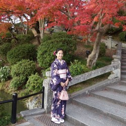 Strolling around Kyoto in a kimono (at 清水寺 Kiyomizu-dera Temple)