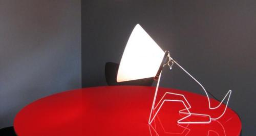 Bronco Lamp by Studio Toer We almost can't live without electricity. We are addicted to it for all our daily activities. It keeps us on a leash, like Bronco is dependent on a power-socket to get his energy.