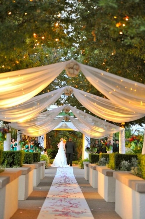 I always love me an outdoors wedding! Priscila P.