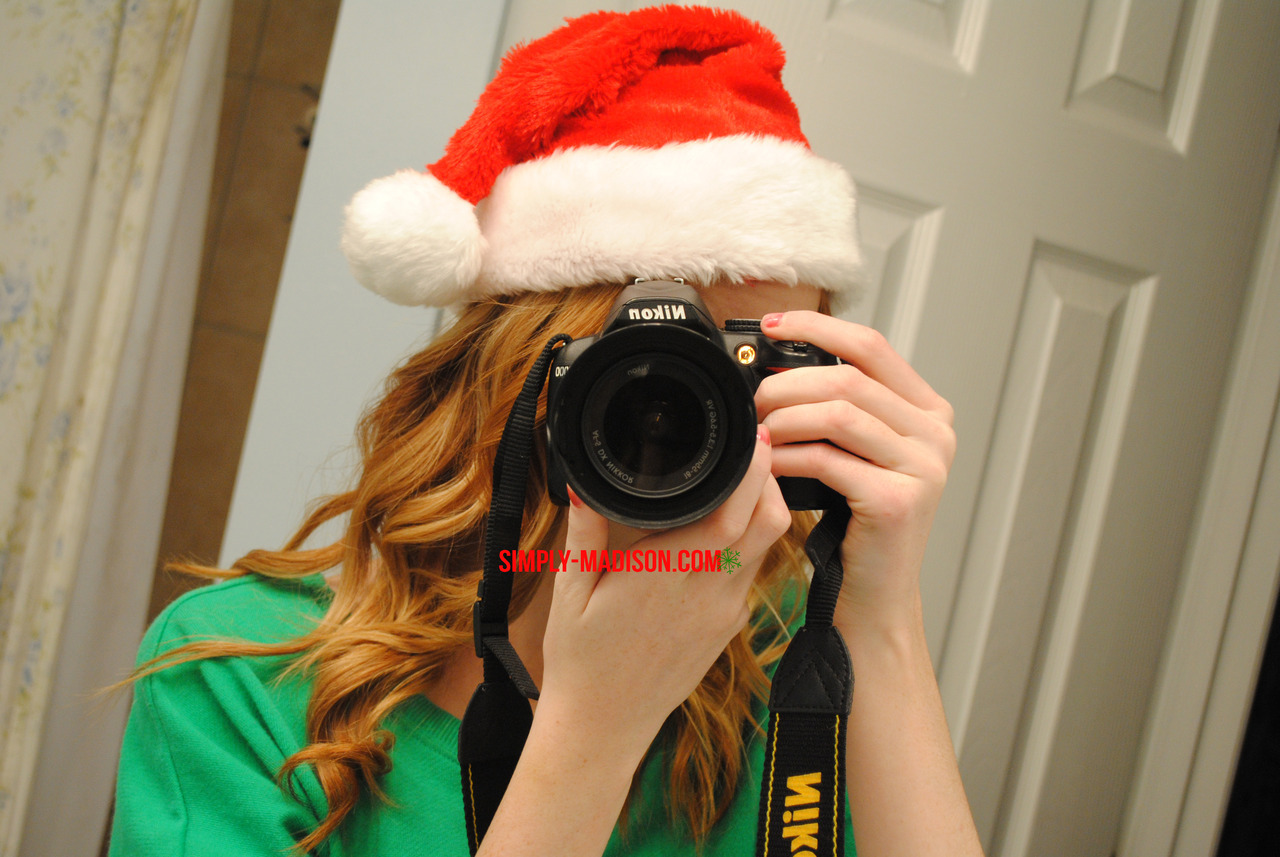 Christmas picture camera thing take 2! I did one last year which you guys obviously have seen on my blog, but my hair was ugly and stuff, so I decided to re-do it for this year (: