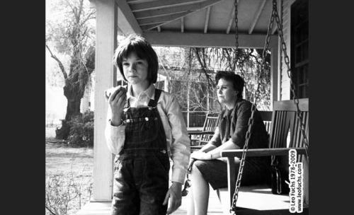 TO KILL A MOCKINGBIRD.1962. Mary Badham and writer Harper Lee on the set.