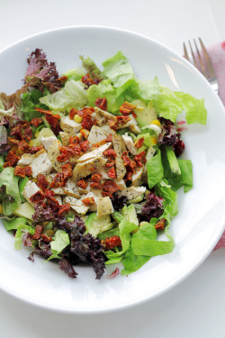 Chicken, Sundried Tomatoes and Lettuce by Salad Pride on Flickr.
