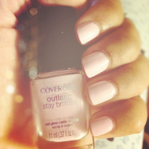This week's nails are by Covergirl Outlast in shade 140.  Who else loves pale pink nailpolish?