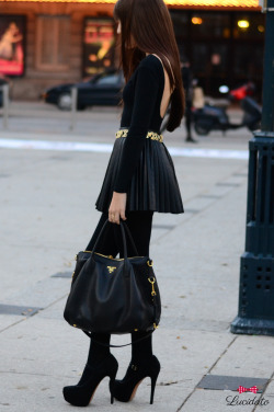 lucidato:  Streets of Toronto… Black and Gold #streetfashion #streetstyle #black #gold #heel #pumpstyle #pumpheel #womenswear #chic #toronto #canada