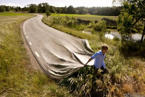 showslow:  Impressive photo-manipulation by Erik Johansson  His photo-manipulation are both realist and imaginary at the same time.They are creates from photos of people, places and elements from everyday life. Check out his portfolio for more.