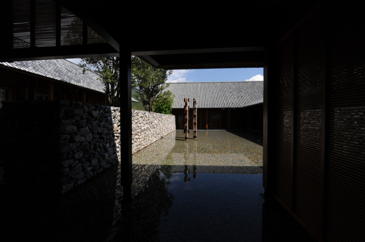 onsomething:   onsomething  Li Xiaodong Atelier | The Waterhouse - Lijiang 2011