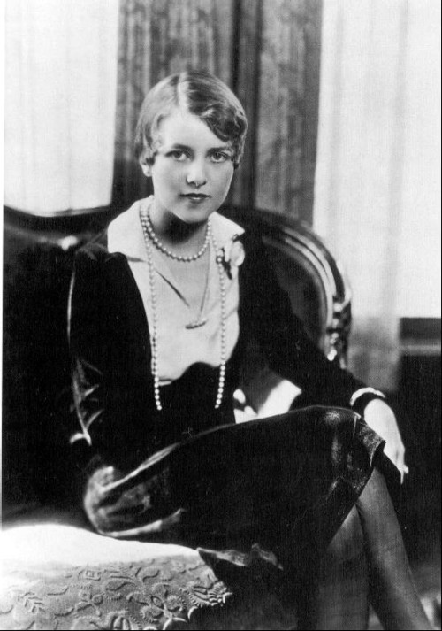 womenorgnow:  Woman of the Day: Zelda Fitzgerald, is often only referred to as F. Scott Fitzgerald's wife. But she was so much more then that. She was an author in her own right, called the first American flapper, and a 1920's icon. For all the video game nerds, Shigeru Miyamoto, the creator of Zelda, named the princess after her. She is most obviously timeless.