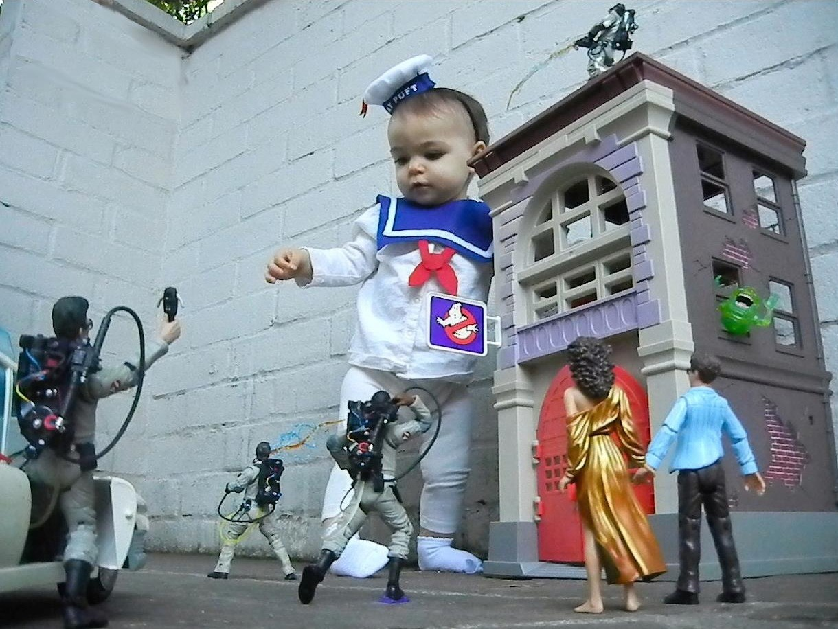 Giant Baby attaching the Ghost Busters.