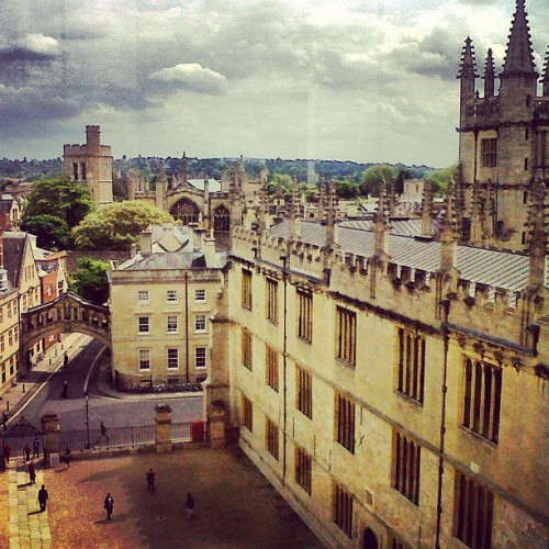 sugirl:   Nostalgic about my year in Oxford. This is the view from the Sheldonian theatre — one of the many times I took a trip there as a part-time tour guide and full time student.  Taken in May 2012.
