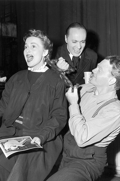 Olivia de Havilland, Charles Boyer and James Cagney on the set of The Strawberry Blonde, 1940.