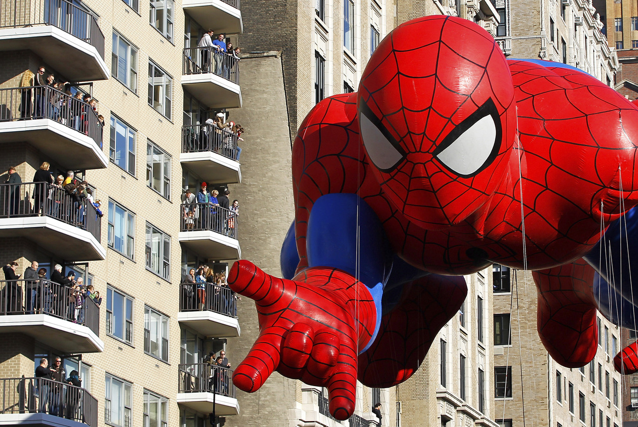 The Spiderman balloon floats down Central Park West during the 86th Macy's Thanksgiving Day Parade in New York November 22, 2012. [REUTERS/Gary Hershorn] FULL FOCUS: The best Reuters images from the past 24 hours