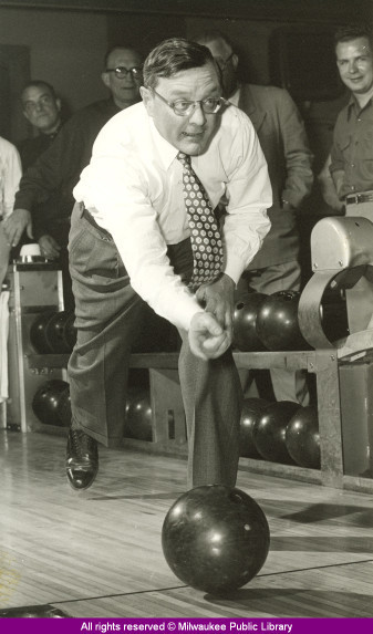 Mayor Frank P. Zeidler bowling in Milwaukee, Wisconsin. The last Socialist to run a major American city, Zeidler served three terms in office (1948-1960). via: Milwaukee Mayors collection, Milwaukee Public Library