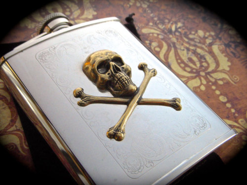 normal-is-next-to-narnia:  surplus-mag:  Antiqued Brass Skull & Crossbones Pirate Flask Pick your poison. And carry it in this awesome flask.  qni