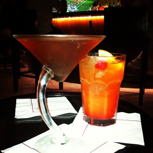 #drinks #cosmopolitan #arubariba #aruba (at Marriott Lobby Bar)