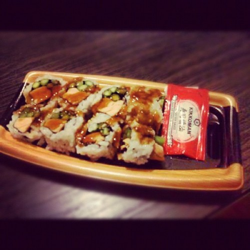 #Teriyaki #salmon roll for #dinner. 😍👌 #sushi #yum #perf #soysauce #food #foodporn #delicious #Wegmans #foodstagram #chocolatetouch #mycamerasucks