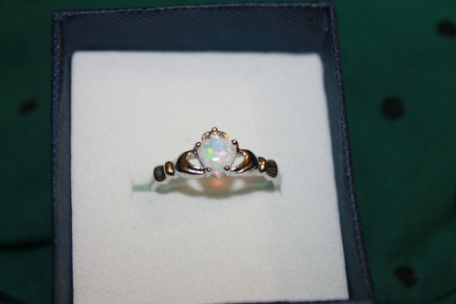 sadolescence:   Here's the ring my babe got me. :)