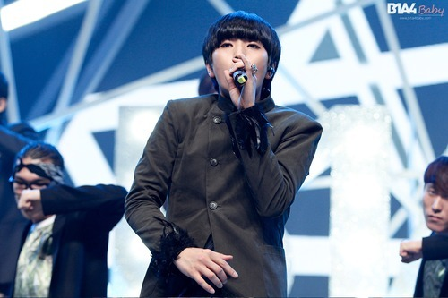 b1a4banagirl:  we all know he pinches/ rubs his tummy when he sings   he's probably hungry lol