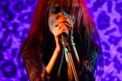 SHOW WOMAN #HappyBirthdayAlisonMosshart
