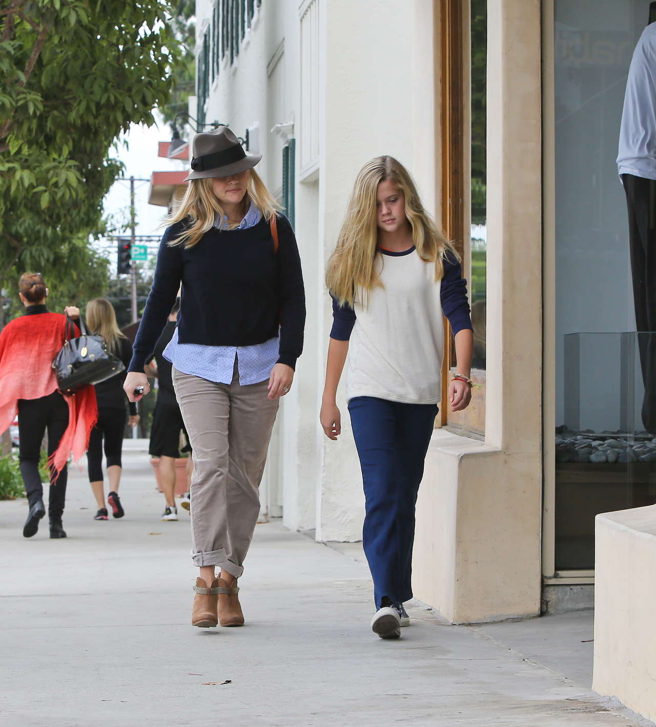 Reese Witherspoon and her daughter Ava in LA, November 23rd Ava looks just like her mom did when she was 15 and in the movie The Man in the Moon (one of my favorite 90's movies)