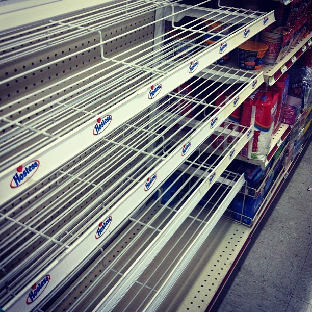 Wow it really is happening 😳 #hostess #gone #notwinkies #dangggg by alexcheeeeehooooarona http://instagr.am/p/SZuSO5w_SS/