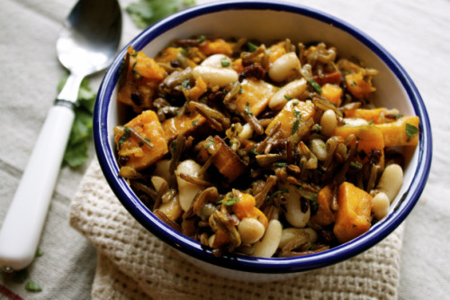 veganlolly:  Wild rice and roasted butternut squash salad.   Wild Rice & Roasted Butternut Squash Salad: (1/2) cup dry wild rice (1.5) cups water for cooking (1) cup cooked cannellini beans (white kidneys) (4) cups peeled & chopped butternut squash (2) tbsp olive oil for roasting squash (1/2) tsp salt for roasting squash (3) tbsp mixed chopped herbs: fresh parsley, chives & thyme (1) tsp salt (2) tbsp olive oil (2) tbsp balsamic vinegar Source