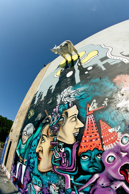 Una vaca pegada en la pared II by [CERPA] on Flickr.Americana, Guadalajara, JA, MX