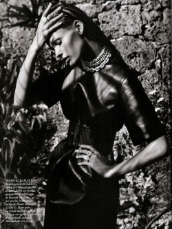 "Fashion photography, ""La Diosa"", Vogue Spain, March 2012Model : Edita Vilkeviciute (via: couture-dolls)"