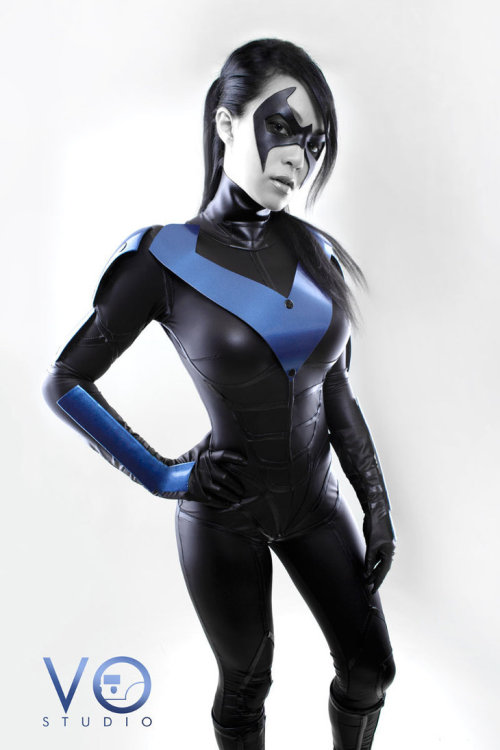 I found my sexy Nightwing cosplayer on DeviantArt. Stalker time.