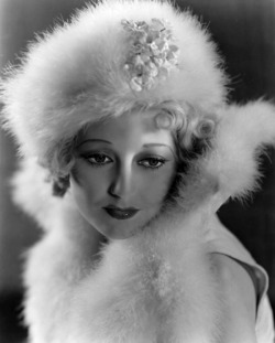 thelma-todd-in-a-publicity-photo-for-speak-easily