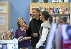 Obama buys books to promote independent shops (via boston.com)