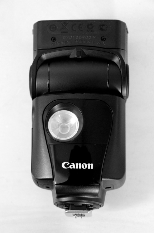 Say hello to my new toy ;) Canon Speedlite 320EX Got a good post-Black Friday deal on it too yessss Okay time to go finish my 3 term papers