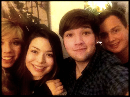 Jennette, Miranda, Nathan, and Noah watching iGoodbye