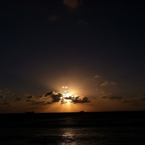 #sunset #beach #aruba #nofilter #sky #sun #clouds #arashibeach  (at Arashi Beach)
