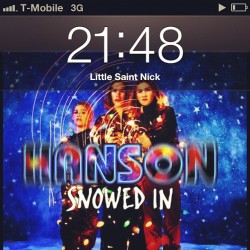 It's that time of the year….. cc: @eccoilpalo31  #hanson #snowedin #music #christmas  (at Shirlington Village (plaza))