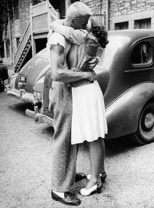 vintagegal:  Couple kissing farewell at Monticello Jr. College, June 1946