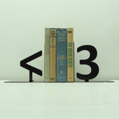 robot-heart:  (via Geek Heart Metal Art Bookends Free USA by KnobCreekMetalArts)