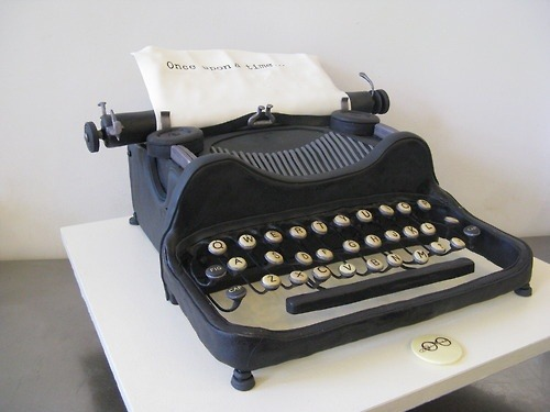 amandaonwriting:  Typewriter Cake