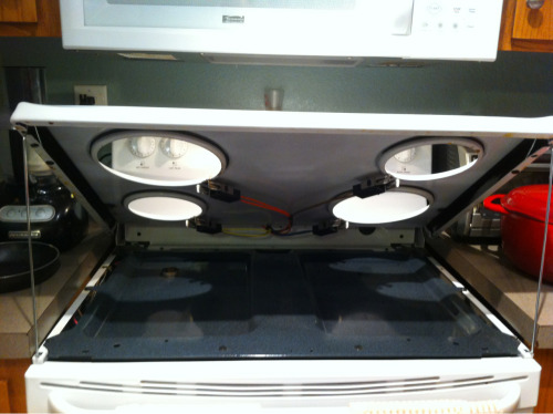 partsofmeareawesome:  Look what I discovered tonight! The top of my stove lifts up to clean the underneath part. Found this out while soaking the drip pans in Bar Keepers Friend, then decided to clean the stove top too. Bonus points for getting the part inbetween the stove and the counters clean too.