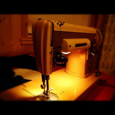 I can not express how much I love my 1950's singer sewing machine #vintage