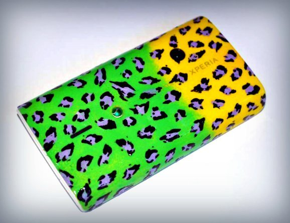 I was bored yesterday so I gave my mobile phone case a re-vamp :) Colourful leopard print :) I might buy and paint some more so I can have a selection of different cases to suit my mood :D x