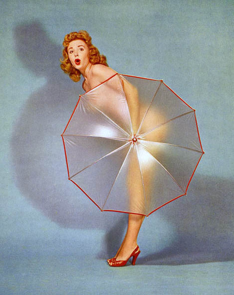 hoodoothatvoodoo:  Umbrella girl