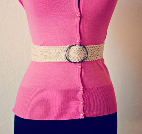 diychristmascrafts:  DIY Easy Lace Belt Tutorial from Trash to Couture. This would make a lovely gift in any size and is very easy to make with an easy to follow tutorial.
