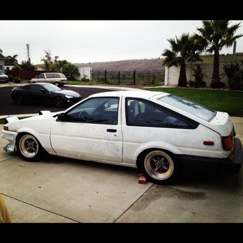 djwalleee:  Old and new #AE86 @hermosi